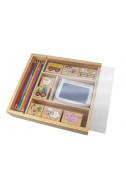 Печати в дървена кутия с моливи